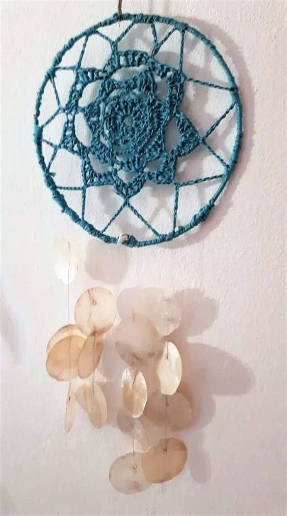 Crochet p19cm and mother of pearl shells